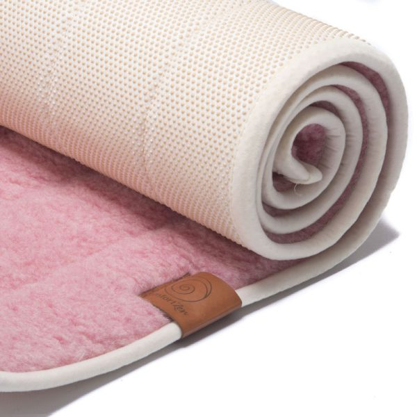 100% zuiver wollen yogamat uitgerold, roze